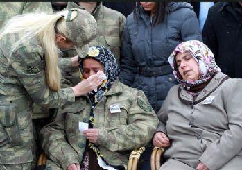 Şehit yakınlarını kadın komutanlar teselli etti