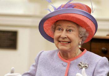 Kraliçe Elizabeth'in yeni tarzı dikkat çekti