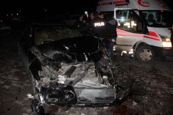 Zırhlı polis aracıyla otomobil çarpıştı: 6 yaralı