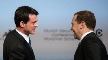 Fransa başbakanından Rusya'ya çağrı: 'Saldırıları durdur'