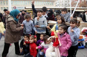 Rusta'ya parçalanmış bebeklerle protesto