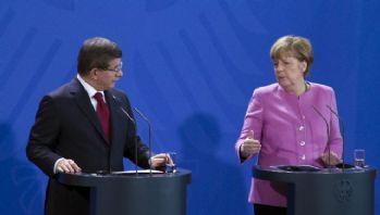 Merkel ile görüşen Davutoğlu'ndan net mesaj: 'Devam edeceğiz'