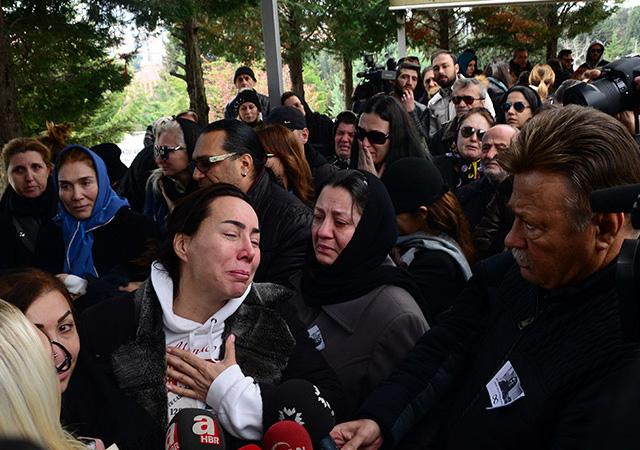 Asena, Aynur Kanbur'un cenazesinde isyan etti