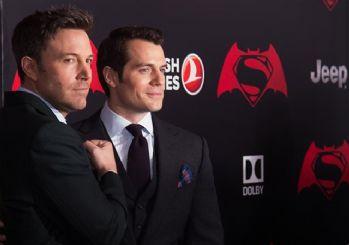 Batman ve Superman uçarken THY'yi kullanıyor