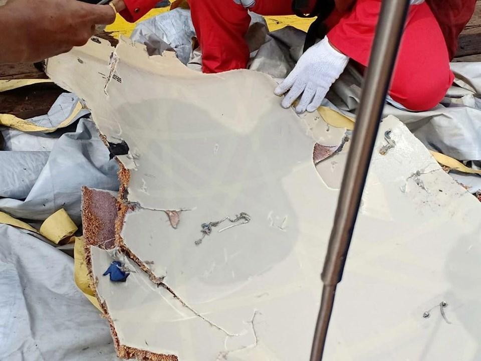 Endonezya'da yolcu uçağı düştü…