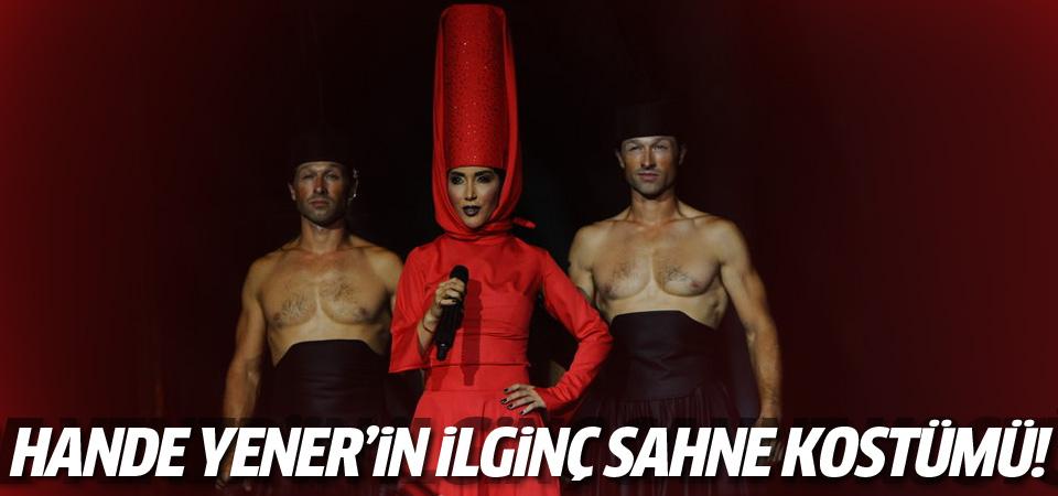 Hande Yener'in ilginç sahne kıyafeti!