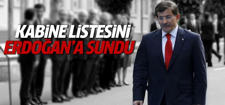 Davutoğlu kabine listesini Erdoğan'a sundu