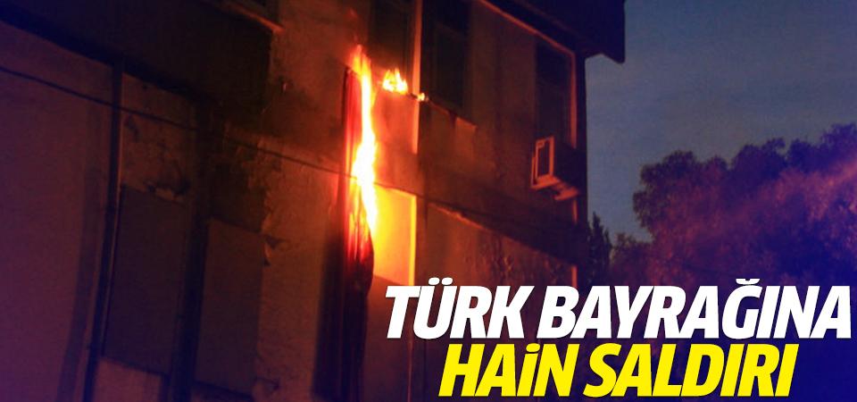 Türk bayrağına hain saldırı