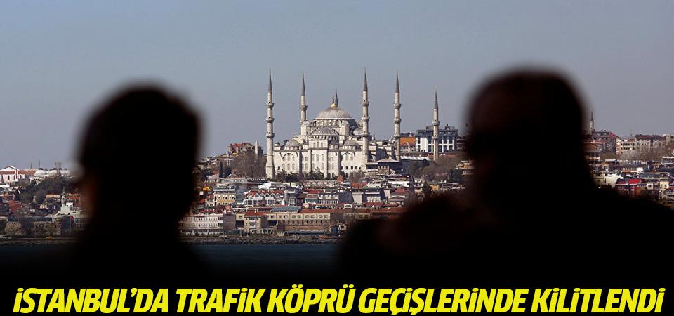 Bayram tatili nedeniyle boşalan İstanbul'da trafik köprü geçişlerinde kilitlendi