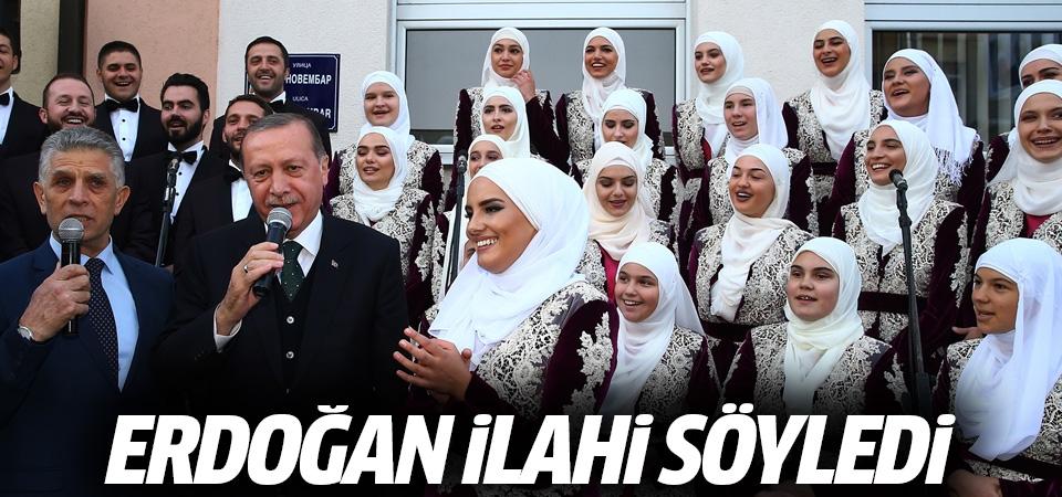 Cumhurbaşkanı Erdoğan Boşnak gençlerle ilahi söyledi