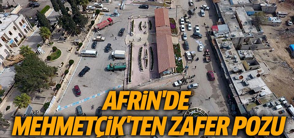 Mehmetçik Afrin'de ay yıldız oluşturdu