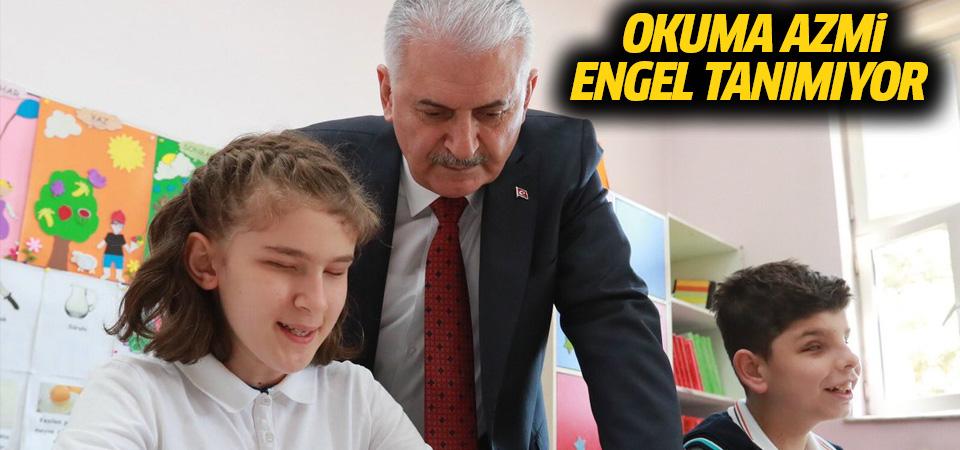 Başbakan'dan görme engelli öğrencilere ziyaret
