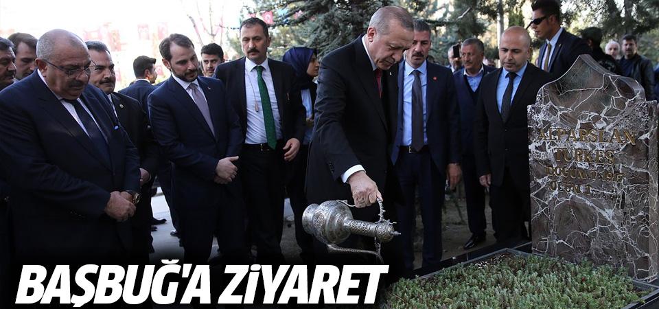 Erdoğan, Alparslan Türkeş'in kabrinde