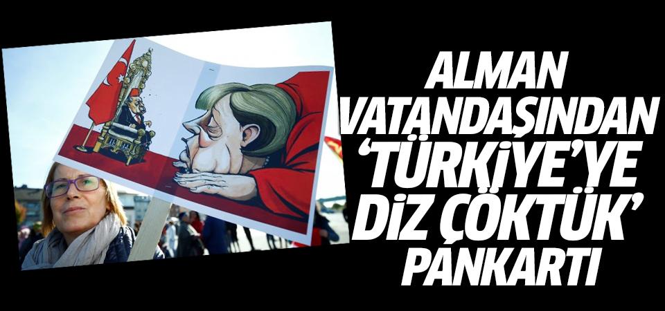Alman vatandaşından 'Türkiye'ye diz çöktük' pankartı