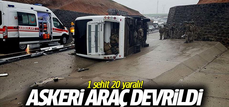 Askeri araç devrildi: 1 şehit 20 yaralı