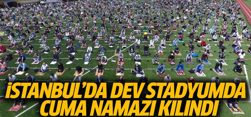 İstanbul'da dev stadyumda cuma namazı