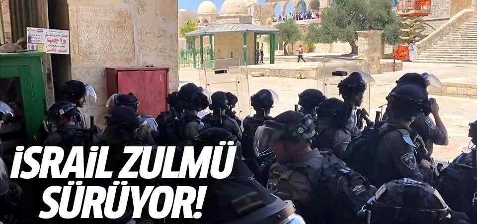 İsrail zulmü sürüyor! Siyonist polisler Mescid-i Aksa'da Filistinlilere müdahale etti
