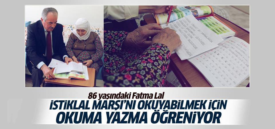 İstiklal Marşı'nı okuyabilmek için okuma-yazma öğreniyor