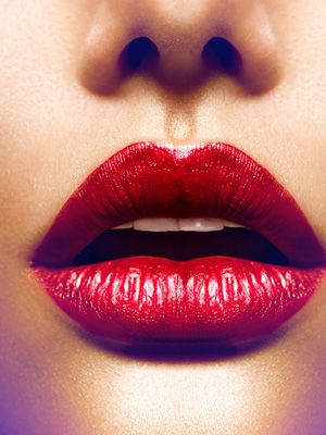 Kalın dudaklar için rujunuzu böyle sürün
