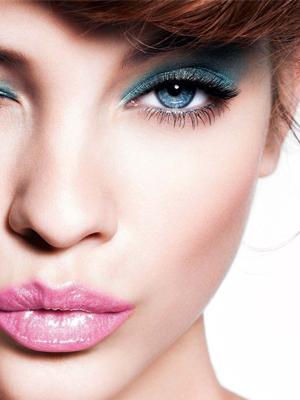 Yeni trend ışıltılı göz makyajı